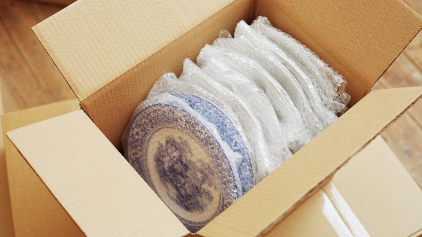 Как подготавливать и запаковывать хрупкие вещи к переезду?